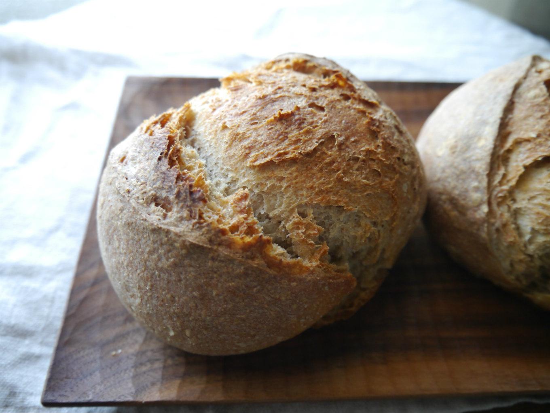 地粉のブール。一番と言っていいほど好きなパン。