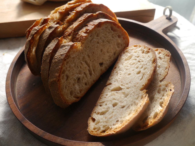 ごはんを炊くように、パンを焼く。