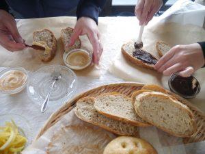 おやつにオススメのナッツバター+チョコスプレッド