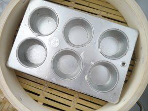 直径(内径)28㎝の蒸篭に、マフィン型がすっぽりおさまりました。